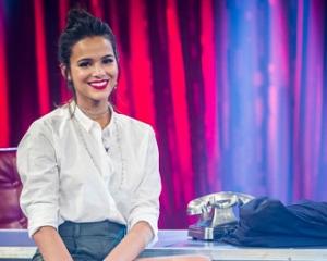 Bruna Marquezine solta a voz e improvisa no funk em programa de Adnet