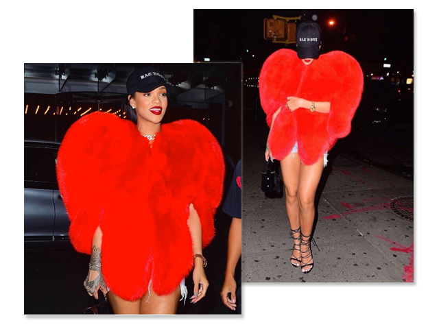 Rihanna apareceu na noite deste domingo vestindo casaco Saint Laurente, micro short jeans, sandálias Dsquared2 e um boné de beisebol || Créditos: Reprodução Instagram