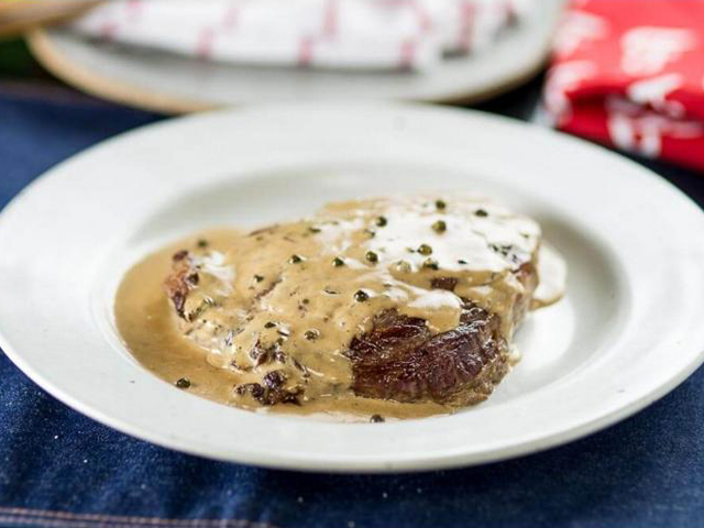 O chef Olivier Anquier ensina os segredos do entrecôte em curso da Academia da Carne Friboi    Créditos: Divulgação