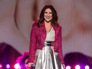 Com shows no Brasil, Laura Pausini revela com quem gostaria de subir ao palco