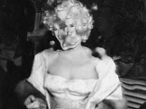 Com curadoria de Whoopi Goldberg, mostra traz o lado B de Marilyn Monroe
