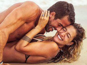 Detalhes do casamento pé na areia de Gabriela Pugliesi e Erasmo Viana