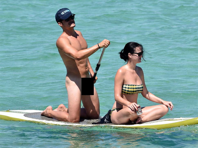 Orlando Bloom faz stand up pelado com Katy Perry    Créditos: Reprodução Twitter