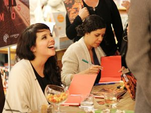 Daniela Arrais e Yana Parente lançam livro extraído de fotos do Instagram