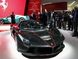 Nova Ferrari conversível custa US$ 2,2 milhões e já está esgotada