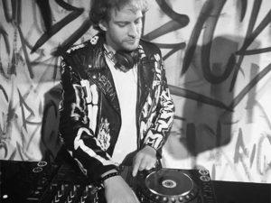 Glamurettes vão suar a camisa ao som do DJ Ricardo Glaz