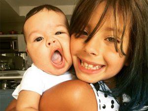 Flor Gil completa 7 anos e o vovô Gilberto Gil posta homenagem fofa