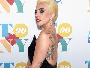 Gaga é confirmada no Super Bowl! Play nas outras memoráveis apresentações