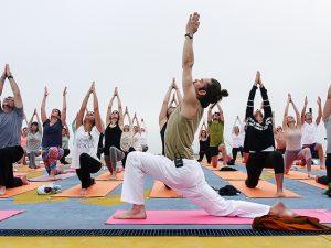 My Yoga arma aula com vista especial no rooftop do Shopping JK Iguatemi