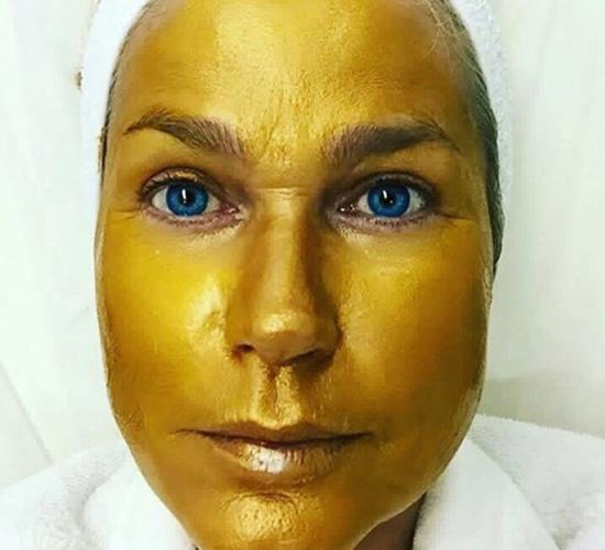 Xuxa Meneghel e seu tratamento a base de ouro || Crédito: Divulgação