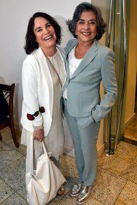 Betty Faria e Regina Duarte na festa de Geraldo Carneiro, o novo imortal