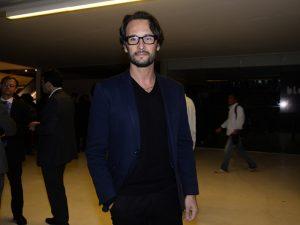 Rodrigo Santoro vive poeta em filme com John Malkovich e ganha festa no Rio