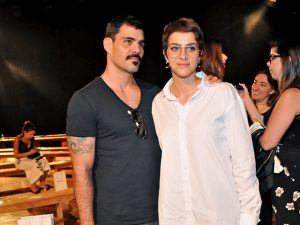 Juliano Cazarré anda flertando com a moda. O motivo?