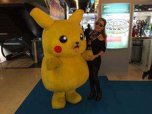 Após febre do Pokémon GO, Eliana reencontra Pikachu em feira em Cannes