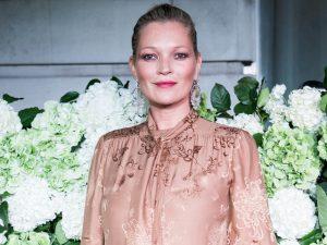 Kate Moss, que vai abrir agência de modelos, se rende às redes sociais