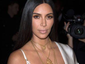 Kim Kardashian é feita refém e perde R$ 36,6 milhões em joias