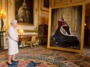 """Novo retrato oficial de Elizabeth II é revelado após o """"O.K"""" da monarca"""