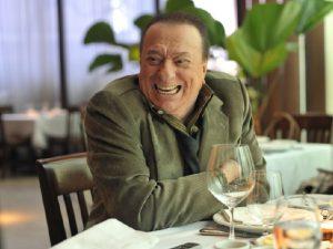 Microfone de ouro: Raul Gil solta a voz em Almoço de PODER