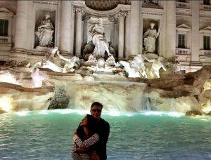 Fabio Assunção em clima de lua de mel com a namorada pela Itália