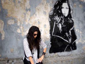 Emanuelle Araújo lança vídeo para novo single com grafite paulistano