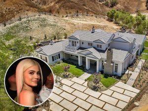 Aos 19 anos, Kylie Jenner compra sua quarta casa na Califórnia. Ao tour!