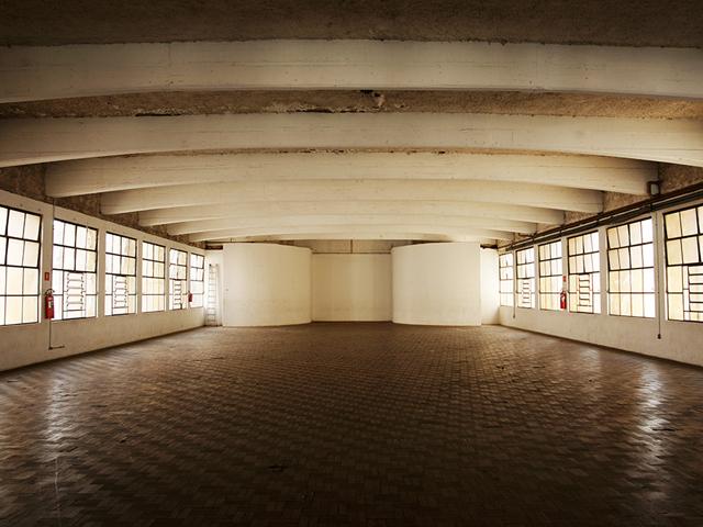 Salão principal da Casa do Povo || Crédito: Tinko Czetwertynski / Divulgação