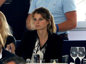 Athina Onassis aparece visivelmente mais magra em evento em Mônaco