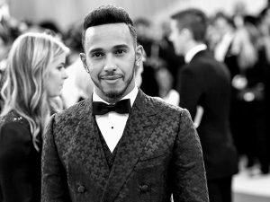 Lewis Hamilton vem ao Brasil e, além de correr, vai pilotar brinquedinho…