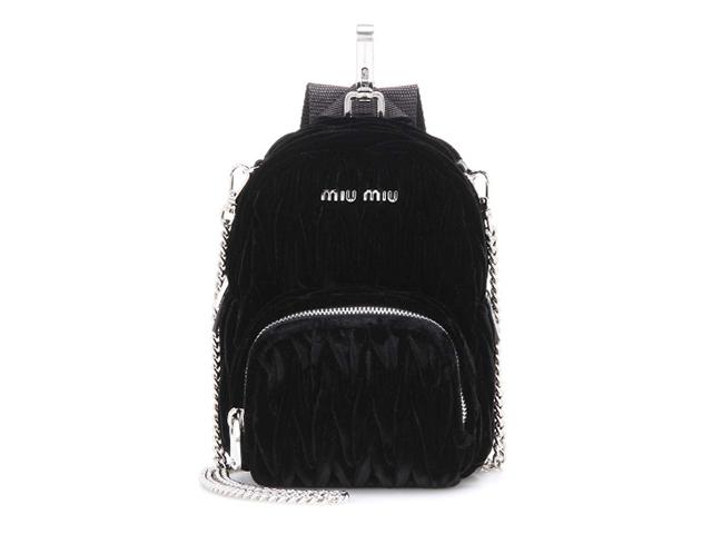 2897ee9fc13d3 Desejo do Dia! Ai que fofura a mini bolsa Miu Miu em formato de ...