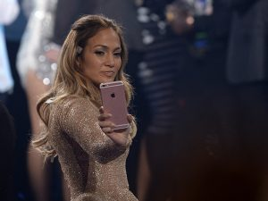 "JLo vai estrelar remake do musical ""Bye Bye, Birdie"" para o cinema"