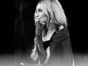 Madonna sobe no salto em briga com os vizinhos em Nova York
