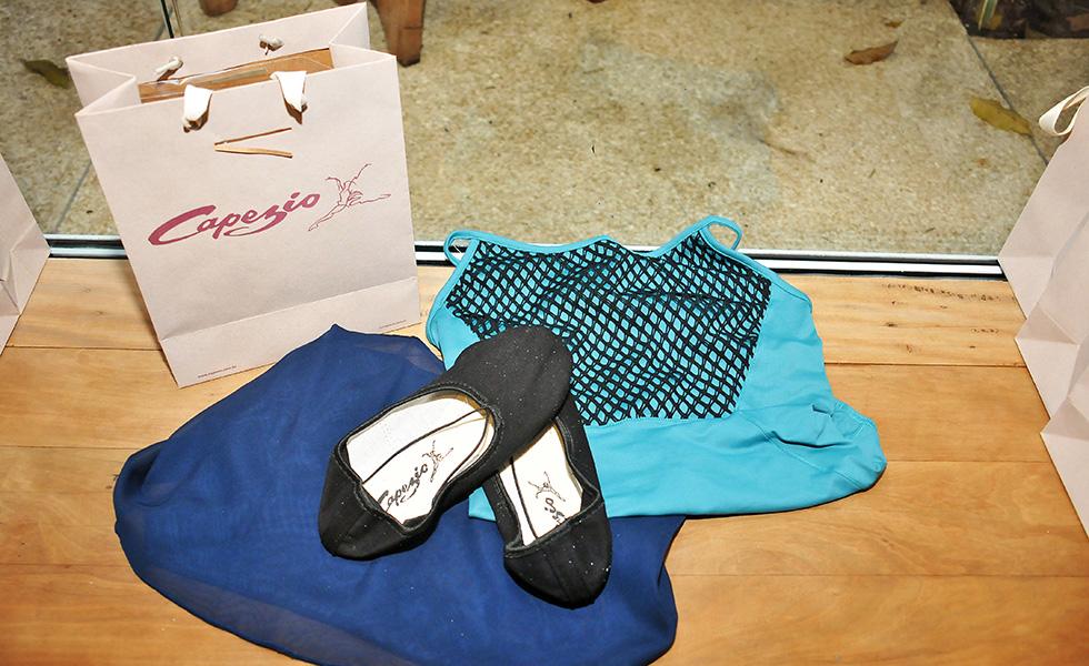 28369eac97 Glamurettes na ponta do pé em aula de Ballet Class da Capezio no Projeto  Verão Glamurama