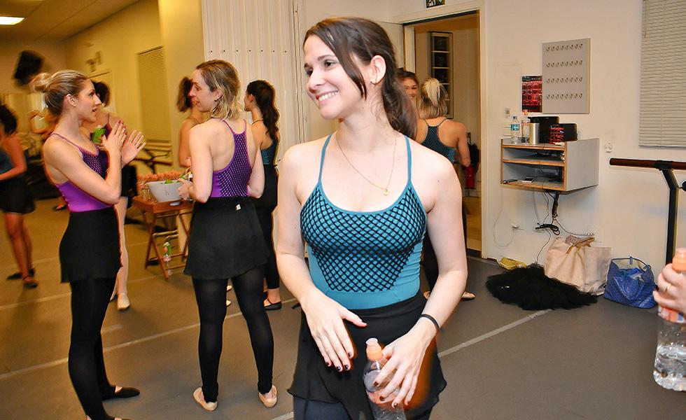 4e81499645 Glamurettes na ponta do pé em aula de Ballet Class da Capezio no Projeto  Verão Glamurama
