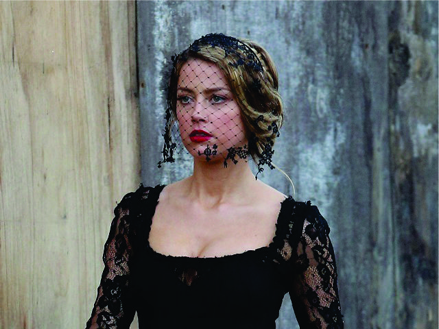 Amber Heard, em cena de 'London Fields'