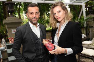 Alexandre Birman recebe fashionistas em evento na Pinacoteca de SP. Aos detalhes