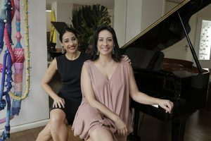 Vivi de Souza Aranha e Kika Jacinto lançaram coleção de joias no Jardim Paulistano