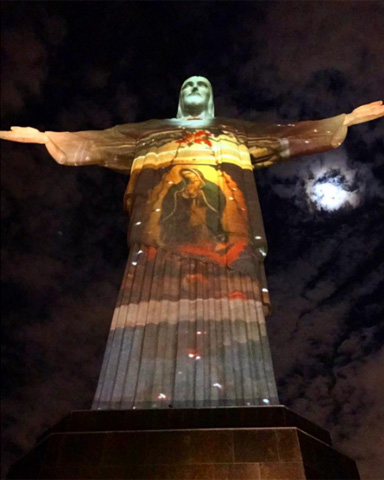Cristo Redentor na noite desta terça-feira || Créditos: Reprodução Instagram