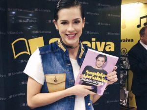 Seria Sophia Abrahão jovem demais para lançar biografia? Ela responde!