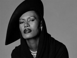 D-edge comemora 16 anos com superfesta e show da diva Grace Jones
