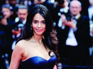 Depois de assalto a Kim Kardashian, estrela de Bollywood é feita refém em Paris