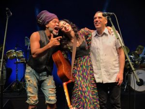 Show de Marisa Monte em Salvador teve reencontro dos Tribalistas