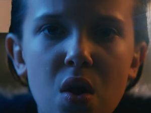 "Millie Bobby Brown, a Eleven de ""Stranger Things"", brilha agora em videoclipe"
