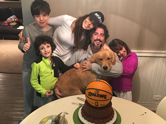 Marcos e Romeu, com Donatella e Stefano, irmãos mais novos de; Suzana, a mãe; e Pankeka || Créditos: Acervo pessoal