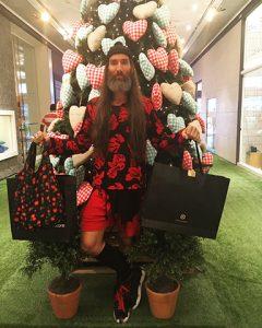 Rio Design Leblon recebe visita de Papai Noel cool, descolado e jovem. Quem?