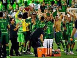 Luto no esporte: avião que levava time da Chapecoense cai na Colômbia