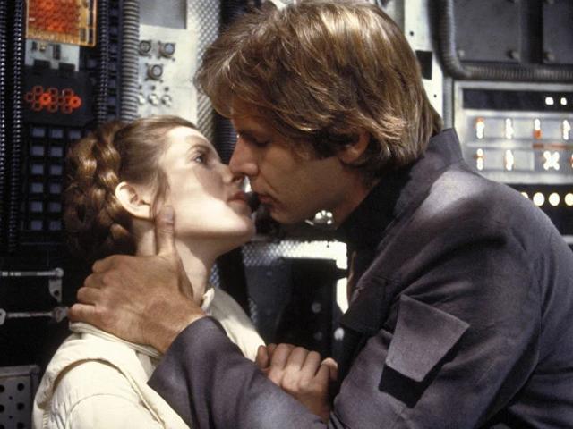 "Carrie Fisher e Harrison Ford durante as gravações do filme ""Star Wars Episode V"""