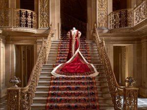 Gucci inaugura mostra imperdível de moda em palácio rural britânico