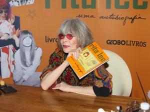 Fila, coro de fãs e mais no lançamento da autobiografia de Rita Lee