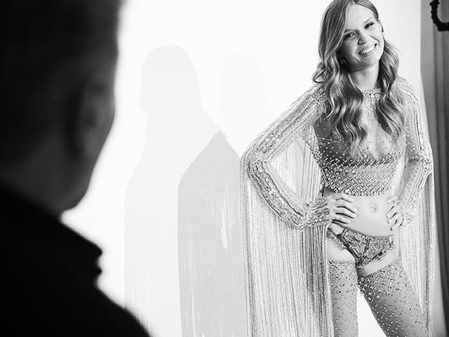 Josephine Skriver , escolhida como a modelo que brilhará com o look na passarela Créditos: Glen Allsop