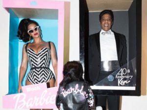 Beyoncé, Jay-Z e Blue Ivy vão a festa de Halloween de família Barbie